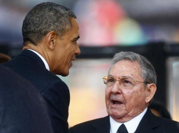 Cu bat tay lich su cua Obama trong le tuong niem Mandela hinh anh