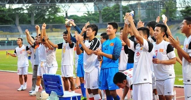 U19 Viet Nam thi dau 15 tran tai chau Au hinh anh