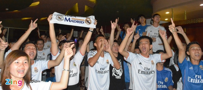 Fan Real Madrid tai TP.HCM mung chien thang ngay trong dem hinh anh 4