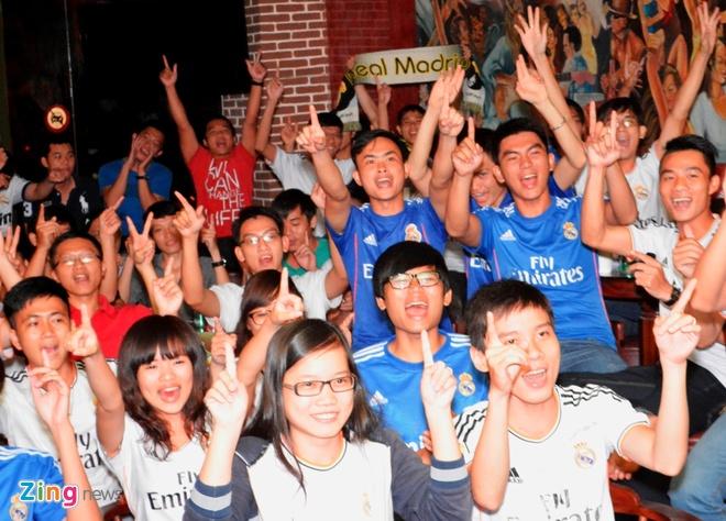 Fan Real Madrid tai TP.HCM mung chien thang ngay trong dem hinh anh 2