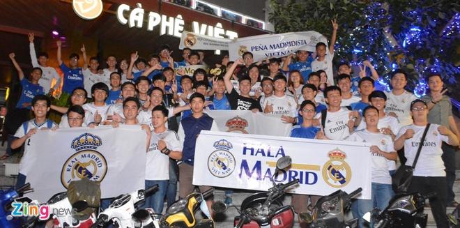Fan Real Madrid tai TP.HCM mung chien thang ngay trong dem hinh anh 9