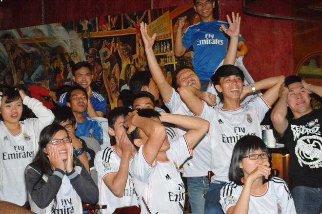 Fan Real Madrid tai TP.HCM mung chien thang ngay trong dem hinh anh 6