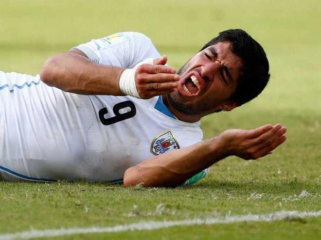 FIFA bac don khang an cua Luis Suarez hinh anh