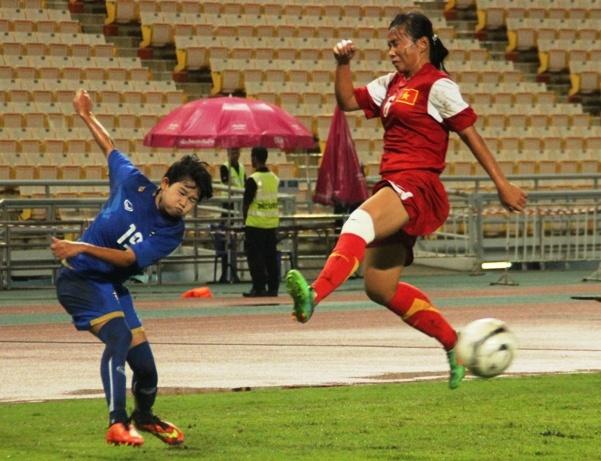Thay thu mon bat phat den, U19 nu Viet Nam van thua Thai Lan hinh anh