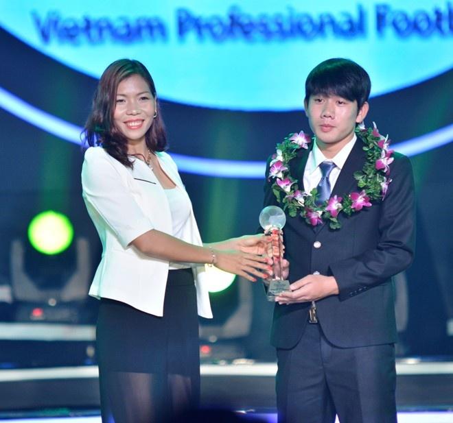 Muon neo duong vao U19 Viet Nam hinh anh 2 Để có được 1 chỗ đứng và tài năng được thừa nhận ngày hôm nay, Minh Vương đã nhiều lần nuôt nước mắt vào trong.