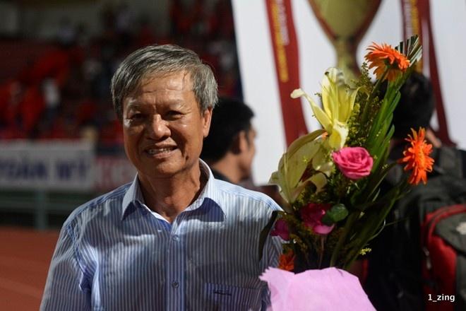 Ông Lê Thụy Hải tuy có thực tài nhưng bằng cấp không phù hợp nên phải núp danh là giám đốc kỹ thuật của B.Bình Dương, dẫn dắt đội vô địch V.League mùa bóng vừa qua.