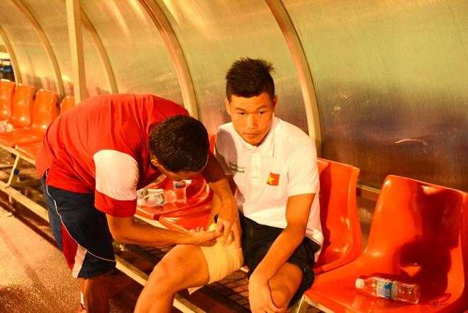 Bao chan thuong do ap xuong U19 Viet Nam hinh anh