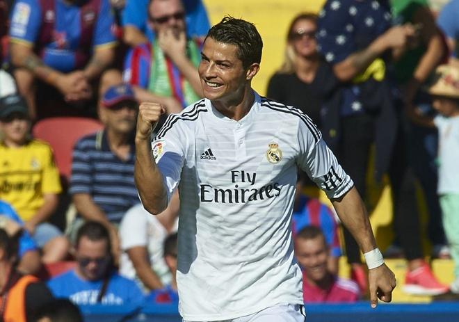 Ronaldo pha ky luc ghi ban sau 71 nam hinh anh