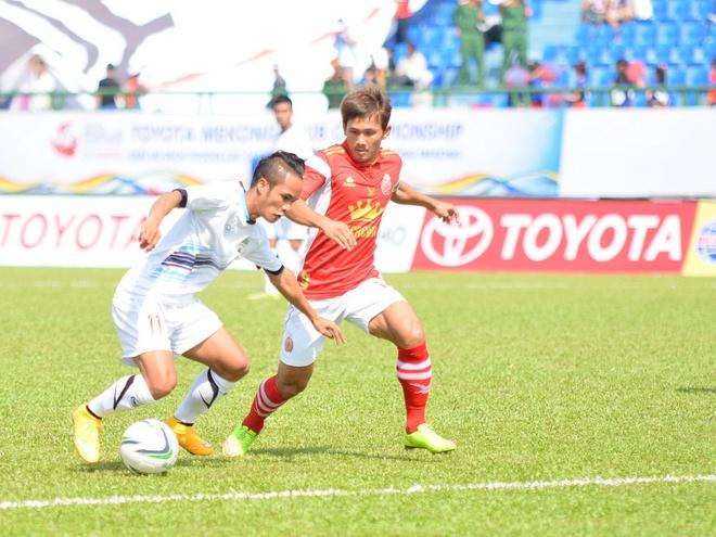 Hoàng Anh Attapeu hiện tại đóng góp nhiều cầu thủ cho đội U23 và tuyển quốc gia Lào nhưng mức lương họ nhận được không quá cao so với mức sống của người dân Lào.