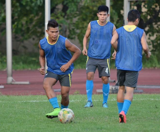 Cau thu ghi ban vao luoi U19 Myanmar chuan bi gap DTVN hinh anh