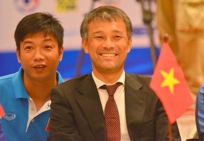 HLV Takashi: 'Trinh do Thai Lan khong hon Viet Nam' hinh anh
