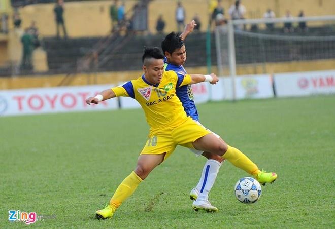 Trần Phi Sơn ghi một bàn thắng giúp SLNA đánh bại HAGL 2-0 tại vòng 9 V.League.