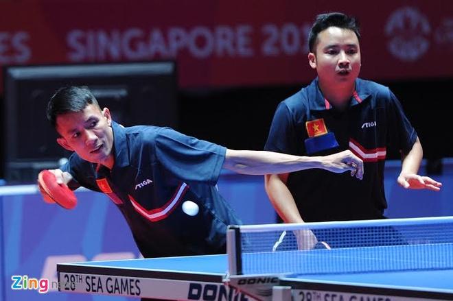 Bong ban Viet Nam gianh huy chuong dau tien tai SEA Games 28 hinh anh 2 Đinh Quang Linh không còn cơ hội tái lập thành tích đoạt HCĐ đôi nam như cách đây 6 năm.