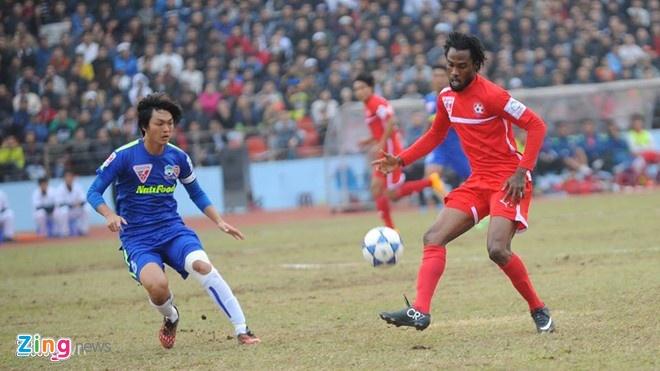 HLV Hai Phong lo ngai the luc khi gap HAGL hinh anh 1 Ở trận lượt đi diễn ra ngày 21/1, Hải Phòng đã đánh bại HAGL 1-0. Ảnh: Tùng Lê.