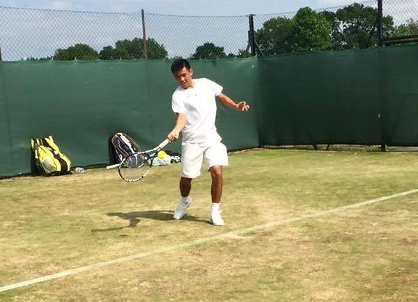Ly Hoang Nam vao vong 2 doi nam Wimbledon tre hinh anh