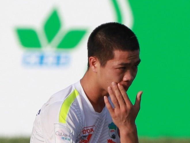Cong Phuong dinh chan thuong, lo tran gap B.Binh Duong hinh anh
