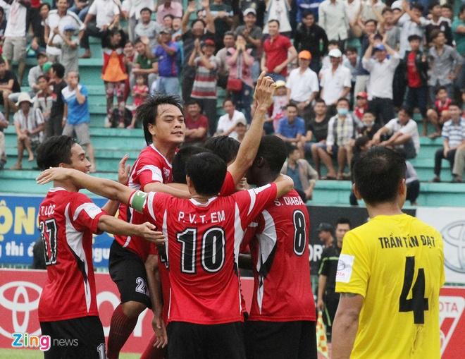 Đồng Tâm Long An có chiến thắng may mắn, bất ngờ trong bối cảnh vắng 2 trụ cột hàng thủ là Phạm Hoàng Lâm và Nguyễn Quang Thanh.