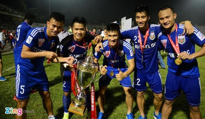Hoang Thuy Linh, Bao Anh khuay dong ngay Binh Duong nhan Cup hinh anh 6