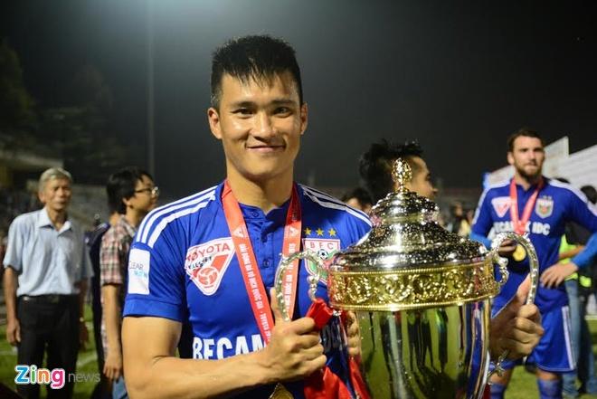 Hoang Thuy Linh, Bao Anh khuay dong ngay Binh Duong nhan Cup hinh anh 7