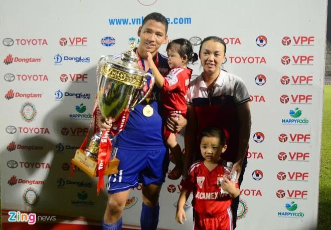 Hoang Thuy Linh, Bao Anh khuay dong ngay Binh Duong nhan Cup hinh anh 8