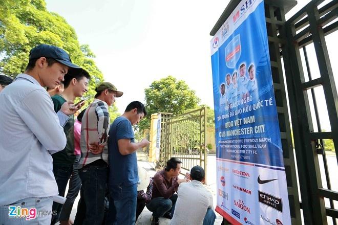 VFF cong bo gia ve tran Viet Nam - Thai Lan hinh anh 1 Hai trận đấu của ĐTVN trong tháng 10 nhiều khả năng có nhiều CĐV xếp hàng đến mua vé.