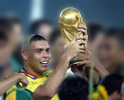 Ronaldo, Rivaldo co the sang Viet Nam da giao huu hinh anh