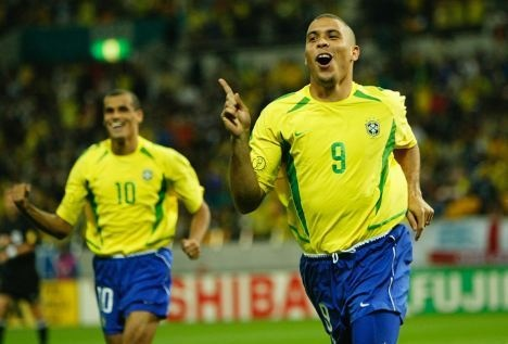 Brazil dua 16 nha vo dich the gioi sang Viet Nam hinh anh