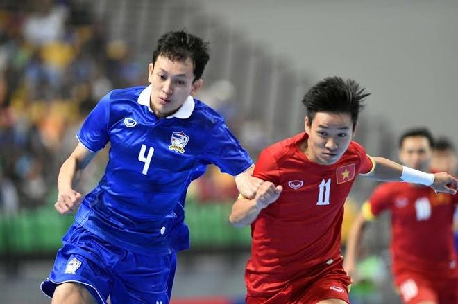 Tuyen futsal Viet Nam thua Thai Lan 0-6 o giai DNA hinh anh