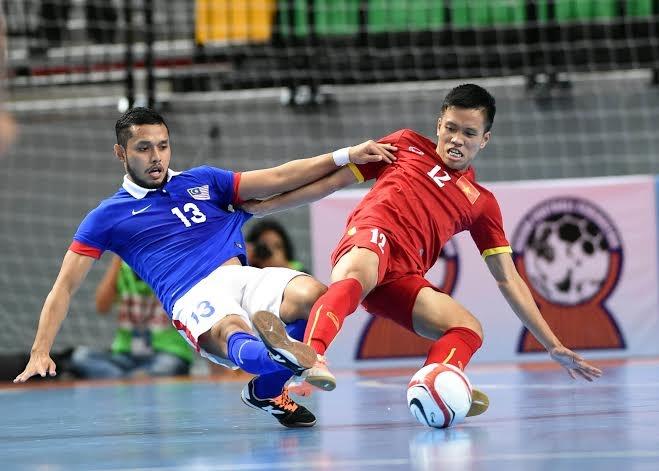 Thua nguoc Malaysia, futsal Viet Nam trang tay o giai DNA hinh anh 1