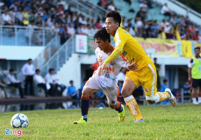 Tuyen thu U23 da hong phat den khien U21 Da Nang thua dam hinh anh 2 Hà Nội T&T (áo vàng) chứng tỏ sức mạnh với 3 trận toàn thắng tại vòng bảng.