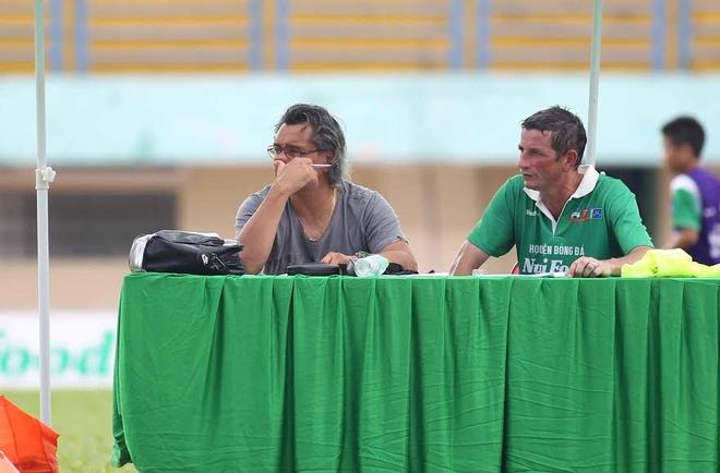 Hoc tro cu Wenger du doan Tuan Anh, Cong Phuong thanh cong hinh anh 1 Franck Durix (phải) là HLV của học viện JMG mới mở tại TP HCM.