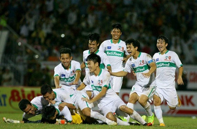 V.League: Co may dot tien hinh anh