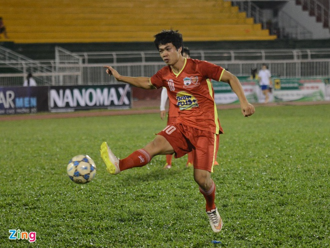 Cong Phuong muon choi het minh truoc khi sang Nhat Ban hinh anh 1 Công Phượng đang tích cực tập luyện cho giải U21 quốc tế.