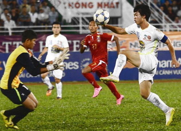 HLV U21 Myanmar khong tiec loi khen Tuan Anh, Cong Phuong hinh anh