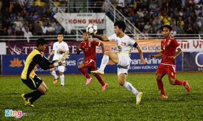 HLV U21 Myanmar khong tiec loi khen Tuan Anh, Cong Phuong hinh anh 1