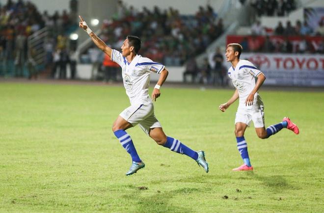 Doi bong Campuchia ha guc B.Binh Duong o Mekong Cup hinh anh