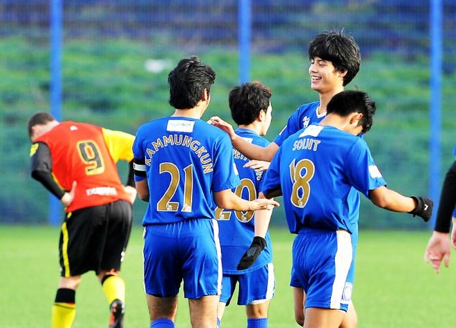 Thai Lan om mong World Cup tu 16 cau thu an tap o Anh hinh anh