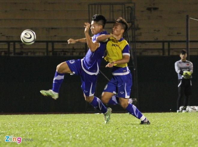 Cau thu U23 Viet Nam tu gay chan thuong cho nhau hinh anh 2 Pha vào bóng giữa Nam Anh và Hồ Tuấn Tài.