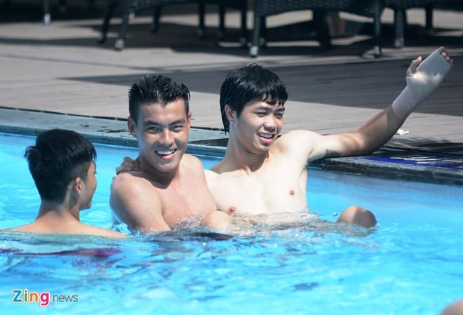 HLV Miura cho U23 Viet Nam tap chay giua trua nong hinh anh 9