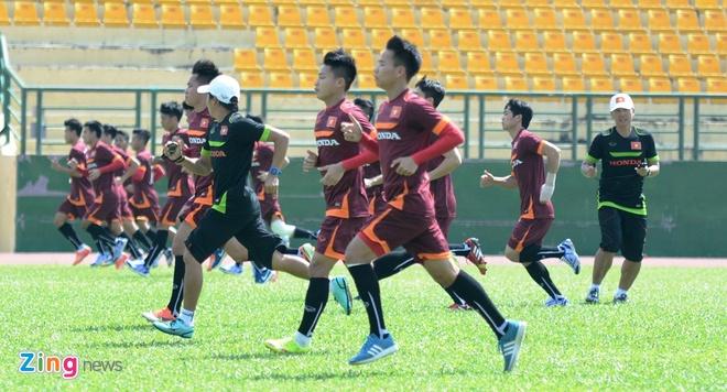 HLV Miura cho U23 Viet Nam tap chay giua trua nong hinh anh 2