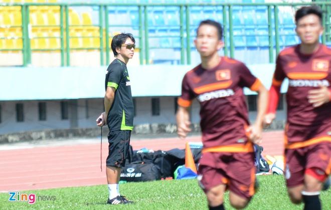 HLV Miura cho U23 Viet Nam tap chay giua trua nong hinh anh 3