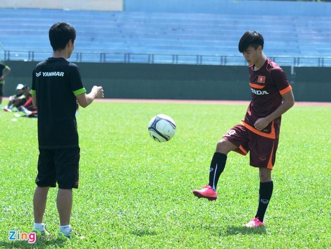 HLV Miura cho U23 Viet Nam tap chay giua trua nong hinh anh 7