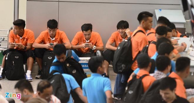 Cau thu U23 VN chia tay nguoi yeu truoc khi sang Qatar hinh anh 8