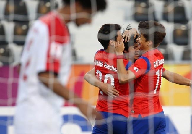 U23 Han Quoc, Iraq vao ban ket giai U23 chau A hinh anh