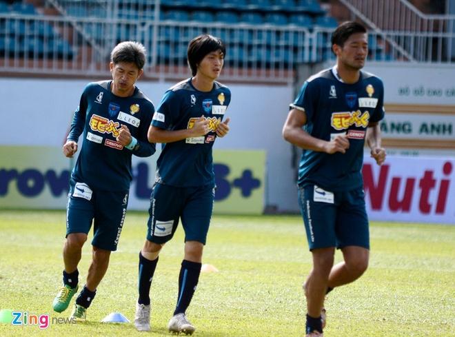 Tuan Anh chua hai long voi phong do tai Yokohama FC hinh anh 3