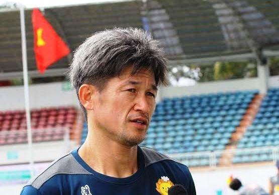 Huyen thoai Kazu Miura tin Tuan Anh thanh cong tai Yokohama hinh anh