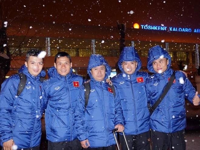Tuyen futsal Viet Nam mang banh chung an Tet tai Uzbekistan hinh anh 1