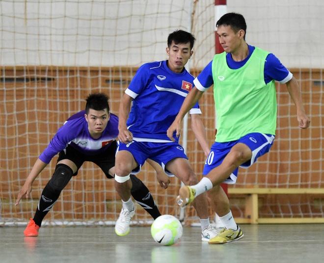 Tuyen futsal Viet Nam mang banh chung an Tet tai Uzbekistan hinh anh 6