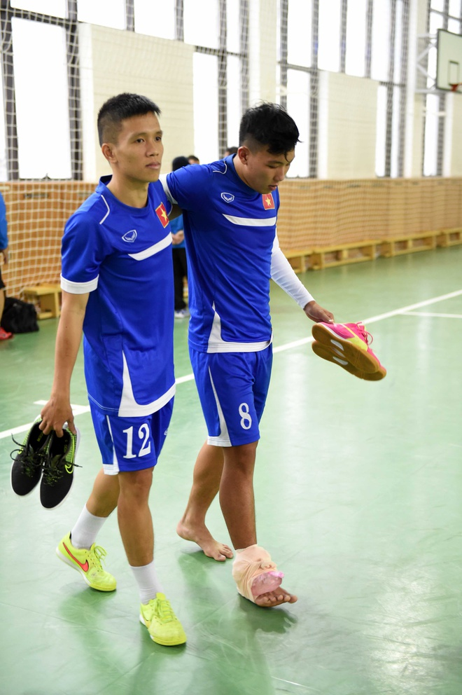 Tuyen futsal Viet Nam mang banh chung an Tet tai Uzbekistan hinh anh 8