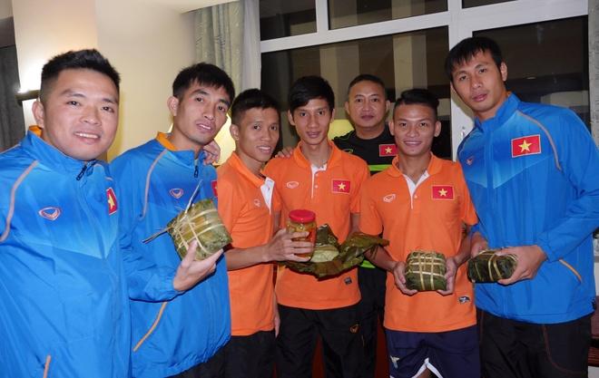 Tuyen futsal Viet Nam ran banh chung an tet tai Uzbekistan hinh anh 2